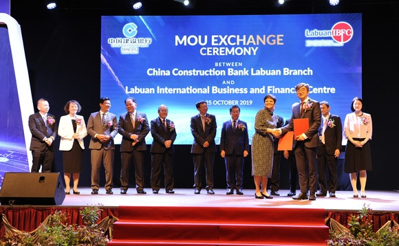 Labuan IBFC Inc CEO, Farah Jaafar-Crossby, and Felix Feng Qi, Principal Officer of China Construction Bank Labuan Branch (CCBL) at the recent MoU exchange in Labuan